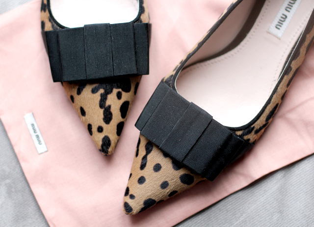 Miu Miu pointed toe flats leopard with bow