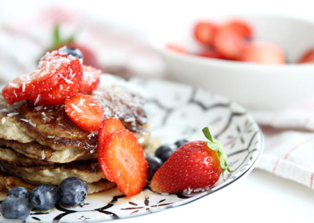 healthy banana protein pancake recipe - bikinis & passports