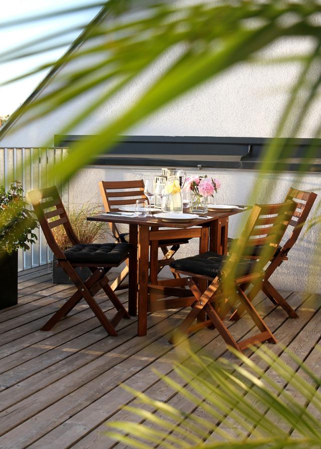 al fresco dining area - Bikinis & Passports