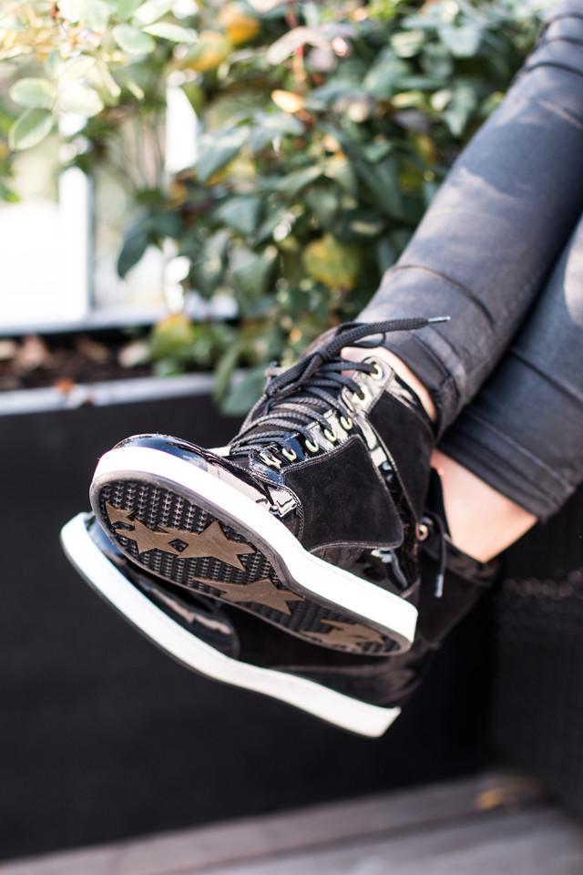 Jimmy Choo Tokyo Sneakers black - Bikinis & Passports