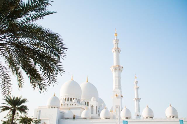 Grand Sheikh Zayed Mosque Abu Dhabi | Bikinis & Passports