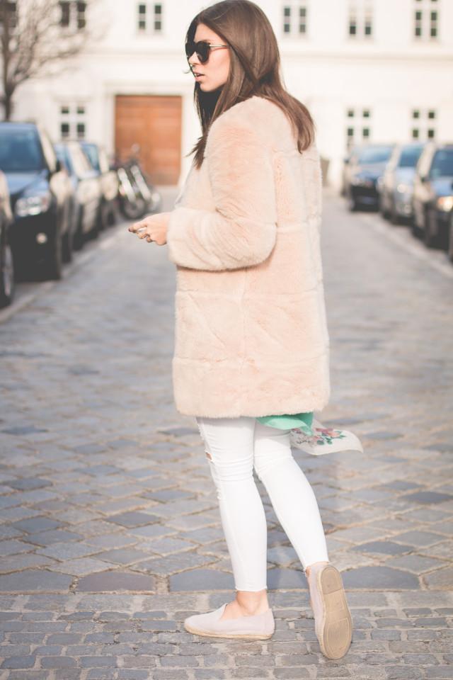 Topshop Leigh white skinny jeans | Bikinis & Passports