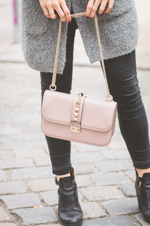 outfit valentino medium lock bag. Black Bedroom Furniture Sets. Home Design Ideas