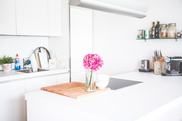 HOME: a white kitchen affair | Bikinis & Passports