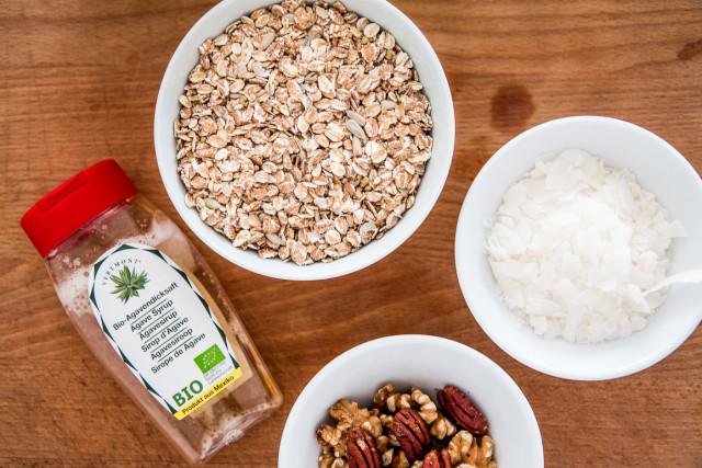 RECIPE: healthy homemade granola | Bikinis & Passports