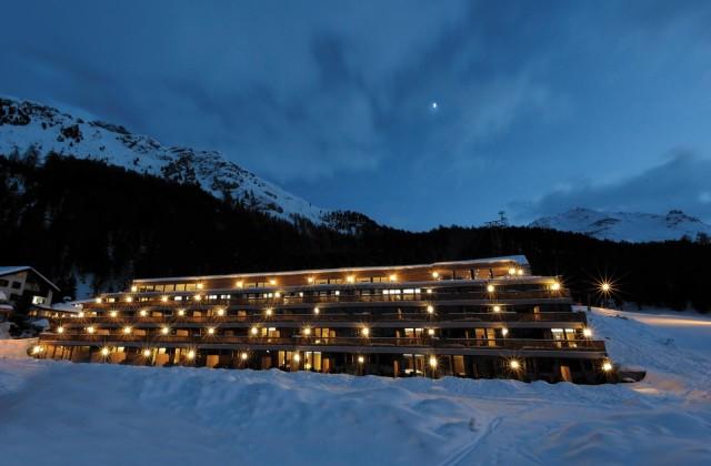 Advent Calendar Day 14: Nira Alpina Hotel Silvaplana | Bikinis & Passports