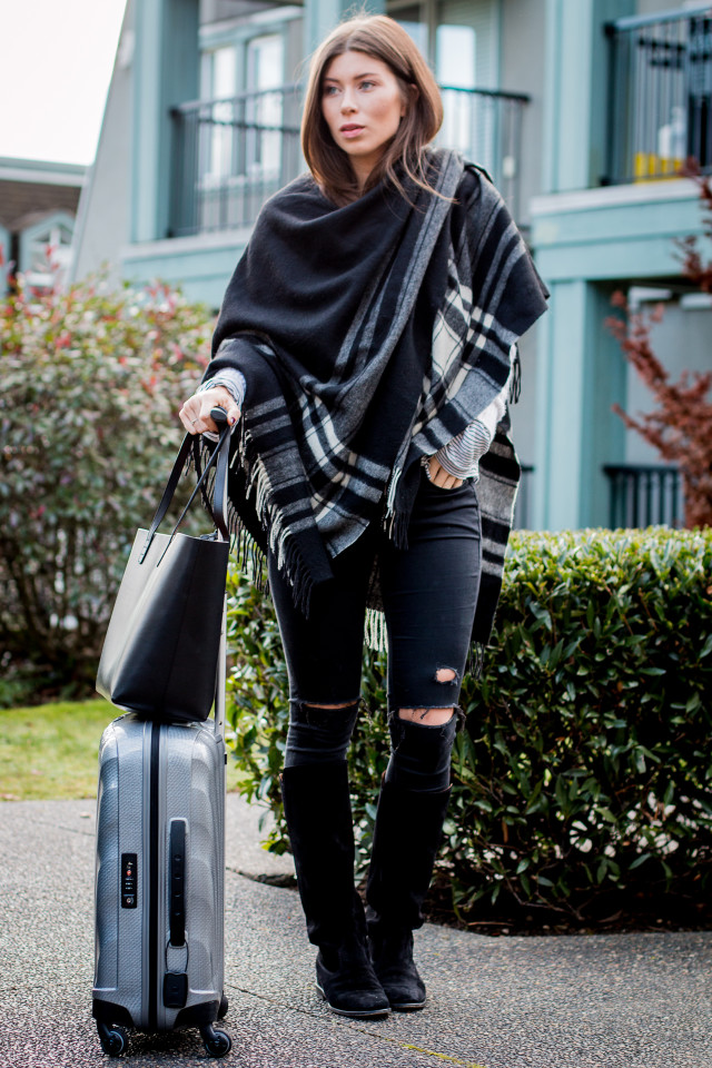 OUTFIT: Mansur Gavriel black shopper tote - Farfetch   Bikinis & Passports