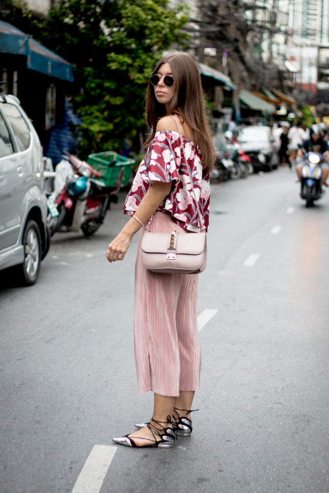 OUTFIT: Bangkok, floral off-shoulder top with blush pink plisse culottes | Bikinis & Passports