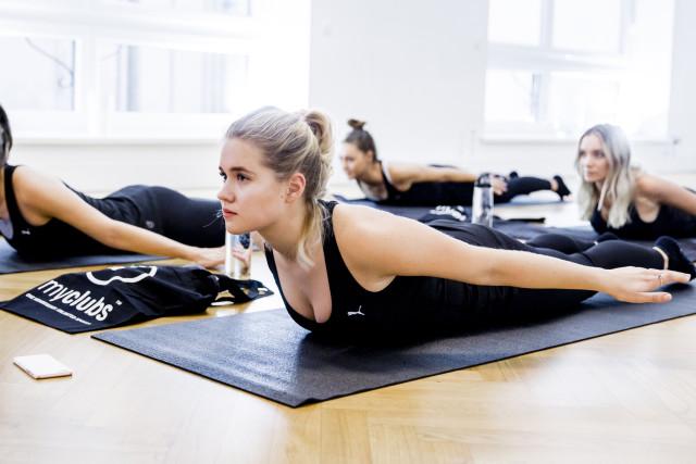 myClubs Doktor Yoga | Bikinis & Passports
