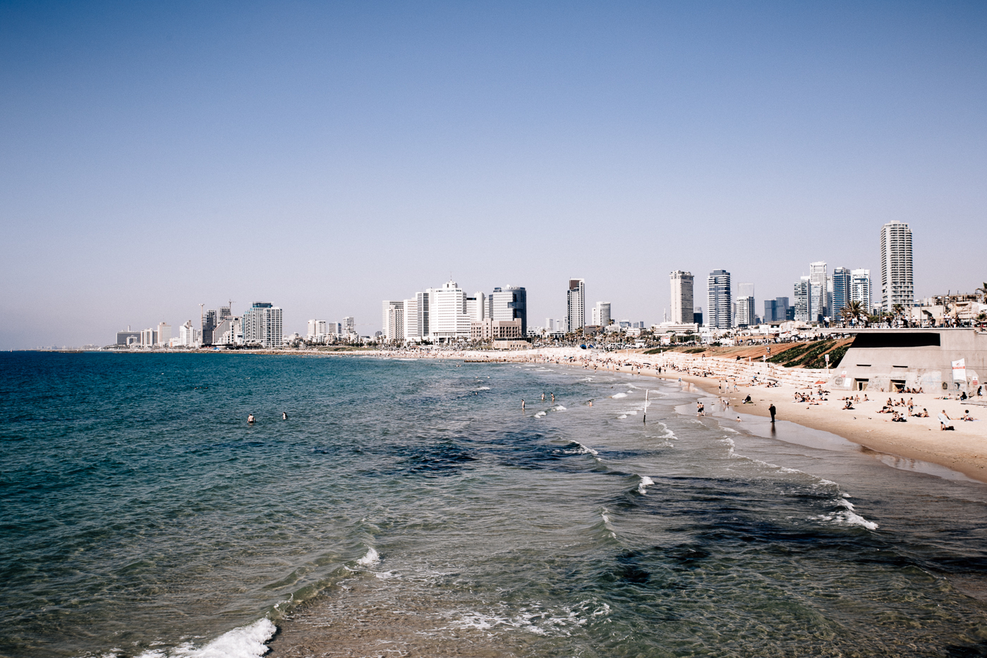 Tel Aviv Travel Guide - Bikinis & Passports