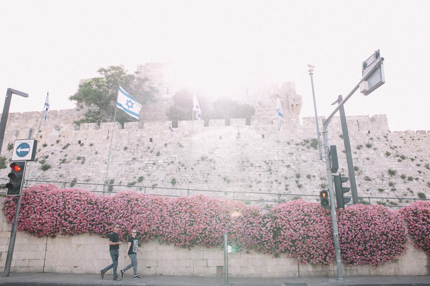 Tel Aviv Travel Guide - Bikinis & Passports