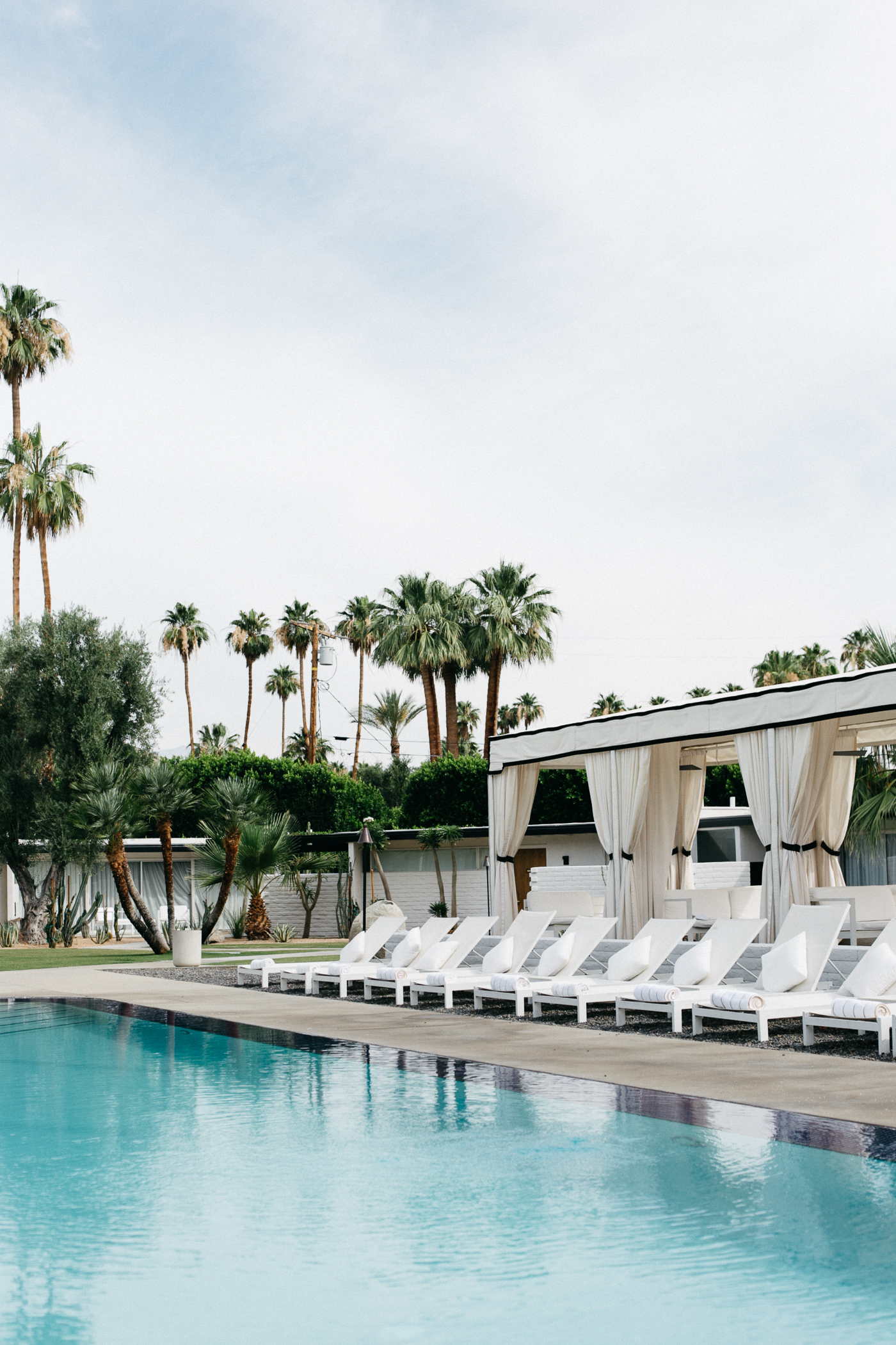 L'Horizon Palm Springs Hotel Review - Bikinis & Passports